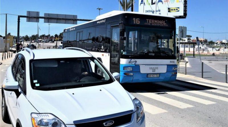 Verkehrsmittel Bus und Mietwagen am Flughafen Faro der Algarve