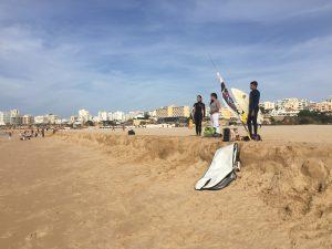Ganzjähriges Surfen an der Algarve in Portugal