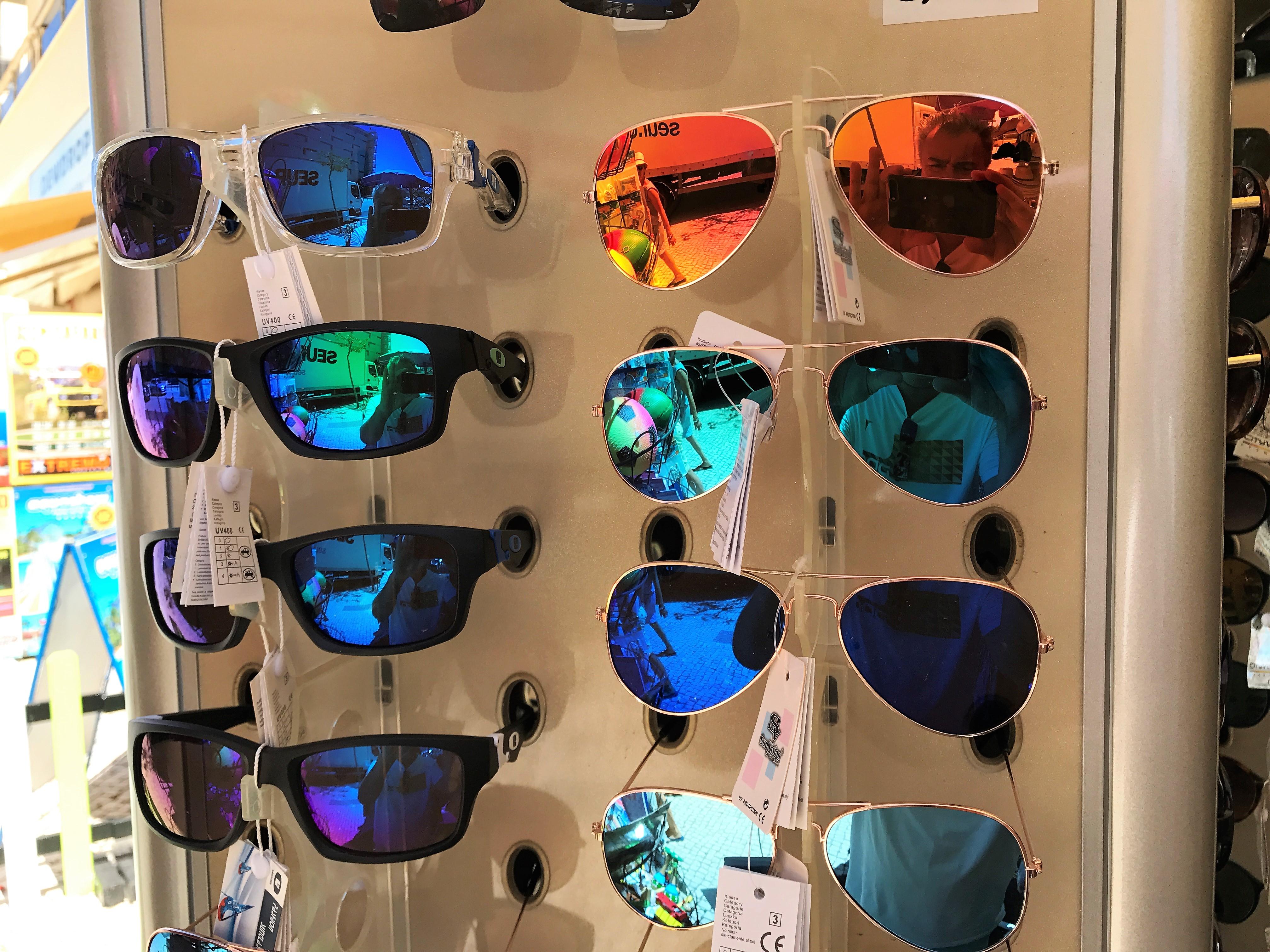 Qual Der Wahl An Der Algarve: Nicht Die Bunteste Ist Die Beste  Sonnenbrille. Foto: Hans Joachim Allgaier