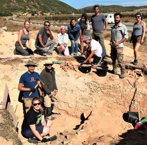 Archäologen aus Portugal und Deutschland bei Grabungen an der Algarve in Boca do Rio