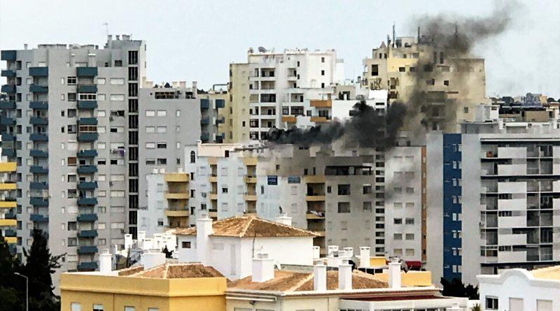 Mistral-Restaurant verursacht Hochhaus-Brand in Portimao an der Algarve