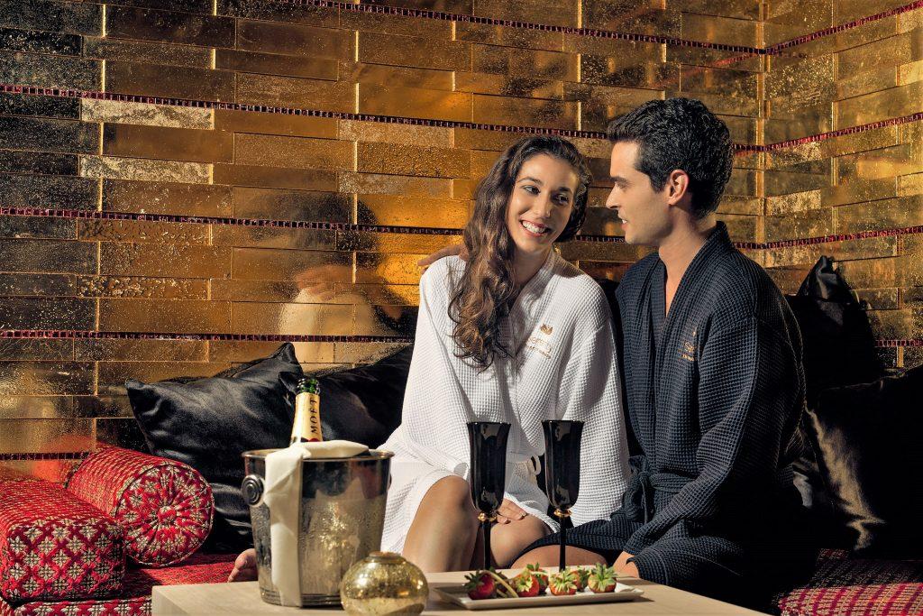 Valentinstag an der Algarve in einer goldenen Suite für Verliebte