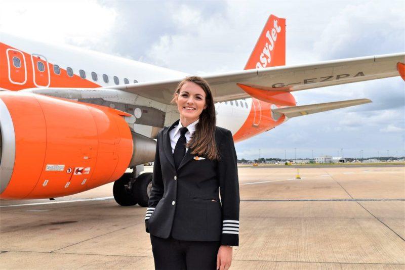 Piloten wie Kate McWilliams, jüngste Kapitänin der Welt, fliegen bei EasyJet