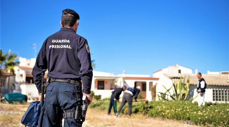 Häftlinge säubern Algarve-Strand auf Insel Armona