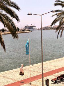 Seven Seas Explorer fuhr den Arade aufwärts in den Algarve-Hafen von Portimao