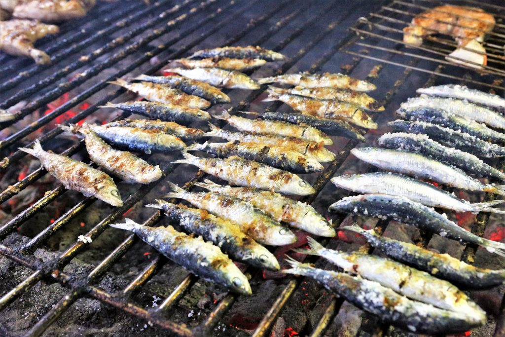 Algarve-August mit Fisch und Meeresfrüchten und Sardinenfestival