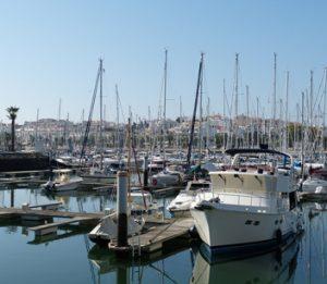 Segeln an der Algarve führt oft in die Marina von Portimao