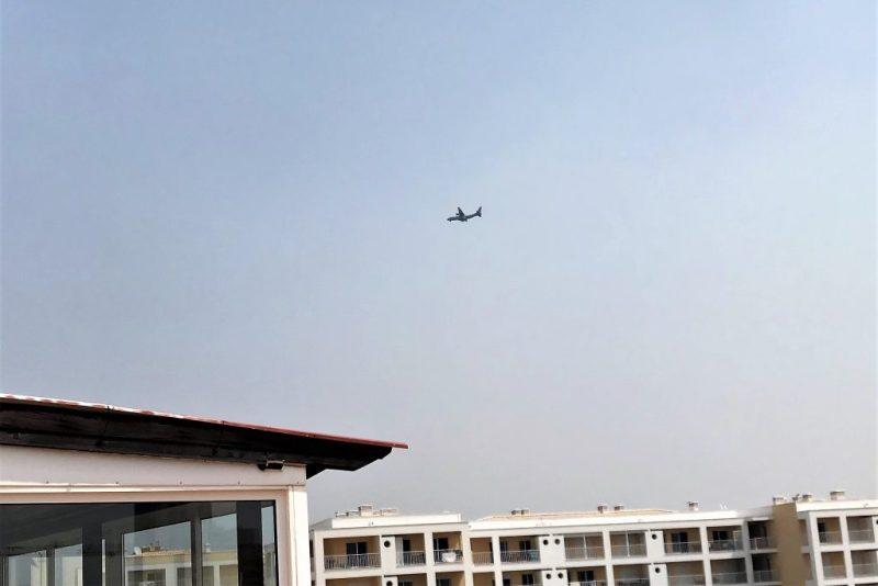 Algarve-Feuerwehr bei Waldbrand-Bekämpfung von Aufklärungsflugzeug unterstützt