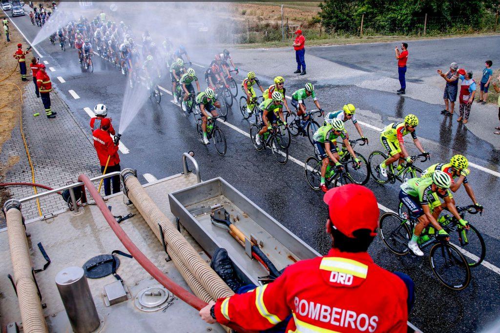 HItze-Hölle Portugal durchqueren Radrennfahrer bei der 80. Rundfahrt Volta a Portugal