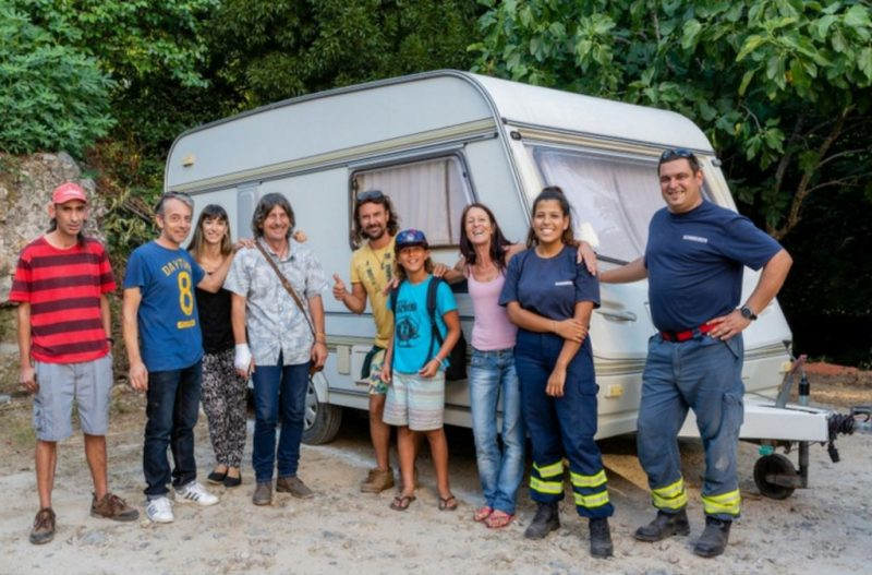 Robert Nestmann und andere Waldbrand-Opfer aus Monchique bekommen praktische Hilfe, etwa durch einen Wohnwagen
