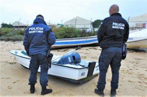 Algarve News über gefundenes Boot mit Außenbordmotor in Faro